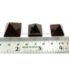 Blood Stone 15 - 25 mm wholesale pyramid