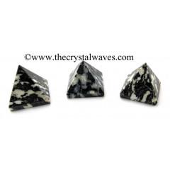 Black & White Tourmaline 15 - 25 mm pyramid