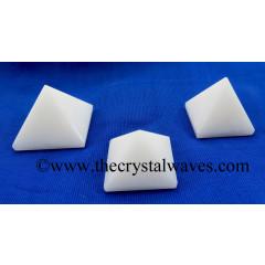 Snow Quartz 23 - 28 mm pyramid